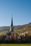 Igreja nos cumes suíços Fotografia de Stock