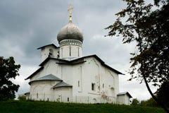 Igreja ortodoxa antiga de Peter e de Paul em Pskov Fotos de Stock