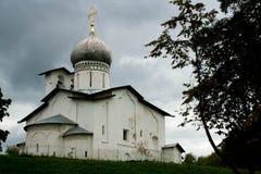 Igreja ortodoxa antiga de Peter e de Paul em Pskov Imagens de Stock Royalty Free
