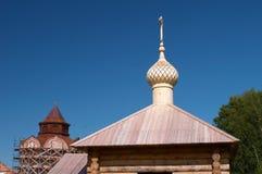Igreja ortodoxa com cruz Fotografia de Stock