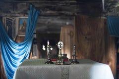 Igreja ortodoxa com um altar velho imagens de stock royalty free