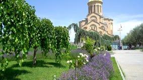 Igreja ortodoxa de Sameba em Tbilisi, Geórgia vídeos de arquivo