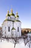 Igreja ortodoxa do russo na neve Imagem de Stock Royalty Free