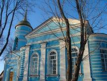 Igreja ortodoxa em honra do ícone do ícone de Kazan da mãe do deus na cidade de Medyn, região de Kaluga em Rússia Imagem de Stock