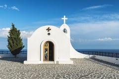 Igreja ortodoxa grega perto de Faliraki, o Rodes, Grécia imagens de stock royalty free