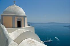 Igreja ortodoxa no console de Santorini, Greece Imagens de Stock Royalty Free
