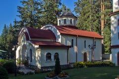 Igreja ortodoxa no recurso de Panichishte na montanha de Rila, Bulgária Foto de Stock