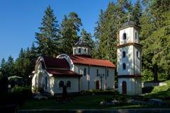 Igreja ortodoxa no recurso de Panichishte na montanha de Rila, Bulgária Fotos de Stock Royalty Free