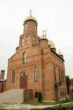 A igreja ortodoxa nova do tijolo Foto de Stock Royalty Free