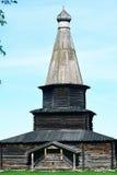 Igreja Ortodoxa Oriental de madeira velha em Rússia Imagem de Stock