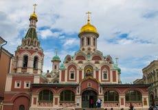Igreja ortodoxa típica do russo em Rússia dentro do quadrado vermelho fotografia de stock royalty free