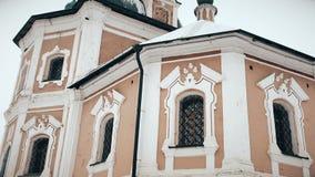 Igreja ortodoxa velha de Simeona Stolpnika do russo na cidade de Pereslavl-Zalessky vídeos de arquivo