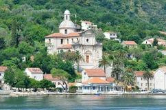 Igreja paroquial da natividade da virgem Baía de Kotor, Prcanj, Montenegro fotos de stock royalty free