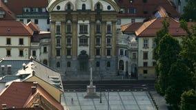 Igreja paroquial da trindade santamente em Ljubljana, em religião e em turismo, vista arial video estoque