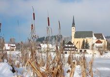 Igreja pelo lago congelado Foto de Stock Royalty Free