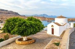 Igreja pequena antiga no Lindos, ilha do Rodes, Grécia fotos de stock