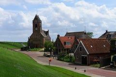 Igreja pequena em Wierum fotografia de stock