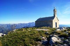 Igreja pequena nas montanhas Orjen, Montenegro Imagem de Stock