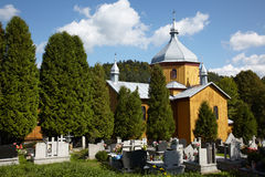 Igreja pequena no cemitério Fotos de Stock Royalty Free