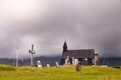 A igreja preta famosa de Budir em Islândia imagens de stock royalty free