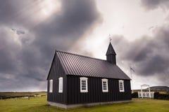 A igreja preta famosa de Budir em Islândia fotografia de stock royalty free