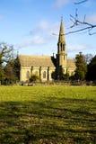 Igreja rural no campo inglês imagens de stock