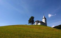 Igreja só em um monte Imagem de Stock Royalty Free