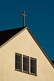 Igreja simples com cruz Fotos de Stock Royalty Free