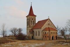 A igreja, templo católico na vila defunto de Musov, Moravia sul, república checa Imagens de Stock