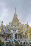 Igreja/templo de mármore bonitos Wat Sothorn, Chachoengsao com fundo do céu Fotografia de Stock Royalty Free