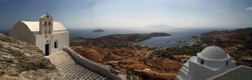 Igreja tradicional em Grécia com um sino Panorama Imagens de Stock