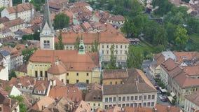 Igreja velha bonita na conservação de Ljubljana, de natureza e da herança cultural video estoque