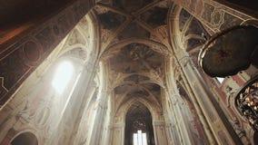 Igreja velha da arquitetura na cidade Lvov de Ucrânia filme