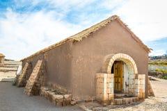 Igreja velha da vila de Socaire - deserto de Atacama, o Chile imagens de stock royalty free
