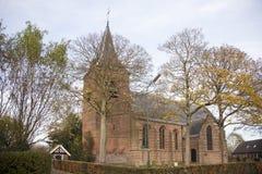 Igreja velha da vila no ter Aa de Nieuwer Foto de Stock