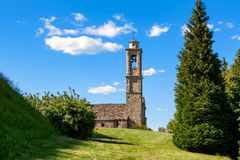 Igreja velha do parisg em Prunetto, Itália Imagem de Stock