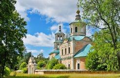 A igreja velha, santamente, ortodoxo, vila, abandonado, desinibido fotos de stock royalty free