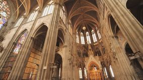 Igreja votiva, igreja neog?tica, a igreja segundo-a mais alta em Viena O interior do interior da igreja video estoque