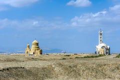 Igrejas como visto do al-Maghtas, local do batismo, Bethany Beyond t fotos de stock