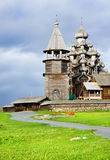 Igrejas de madeira no console Kizhi imagens de stock royalty free