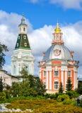 Igrejas em St Sergius Lavra da trindade santamente, Rússia imagens de stock