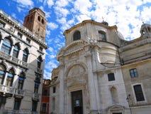 Igrejas em Veneza sob os céus azuis Fotografia de Stock