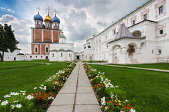 Igrejas no Kremlin de Ryazan, Rússia fotos de stock royalty free