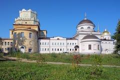 Igrejas no monastério de Novo-Tikhvin, Yekaterinburg Fotos de Stock