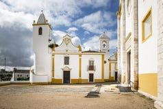 Igrejas torre, do dos comunais Passos de Misericordia e de Senhor na cidade de Veiros, Estremoz, Portugal Imagem de Stock