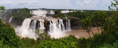 Iguacu在阿根廷巴西下跌 免版税库存图片