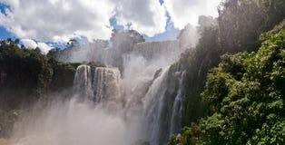 Iguacu在阿根廷巴西下跌 库存图片