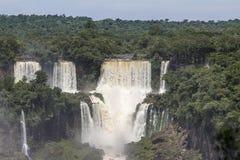 Iguacu (Iguazu) cae en una frontera del Brasil y de la Argentina Foto de archivo
