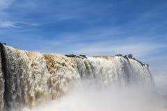 Iguacu (Iguazu) cae en una frontera del Brasil y de la Argentina Imagen de archivo