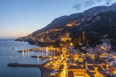 Igualación de la vista de la ciudad de Amalfi, Italia imágenes de archivo libres de regalías